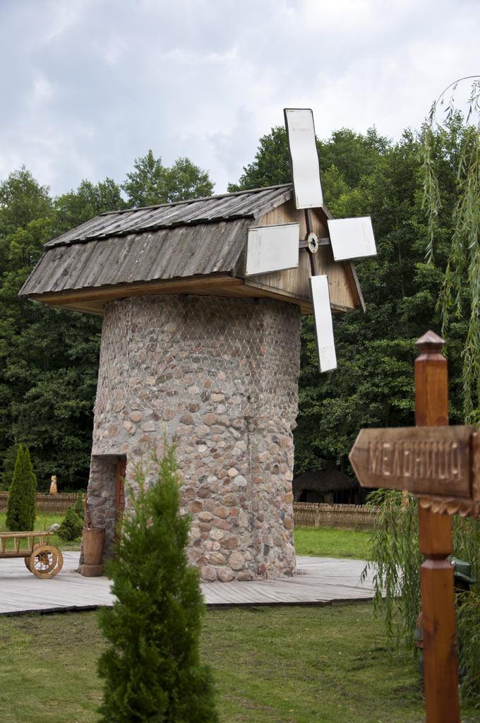 Ветряная мельница в резиденции Белорусского деда мороза