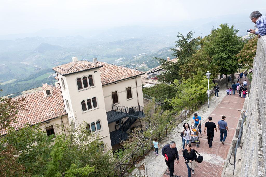 Вид со смотровой площадки в Сан Марино