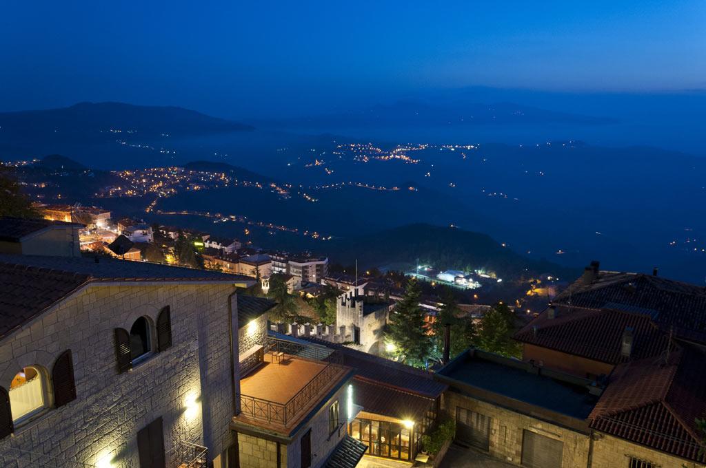 Вид из Сан Марино вечером