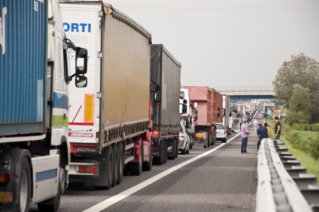 Пробка на трассе в Италии