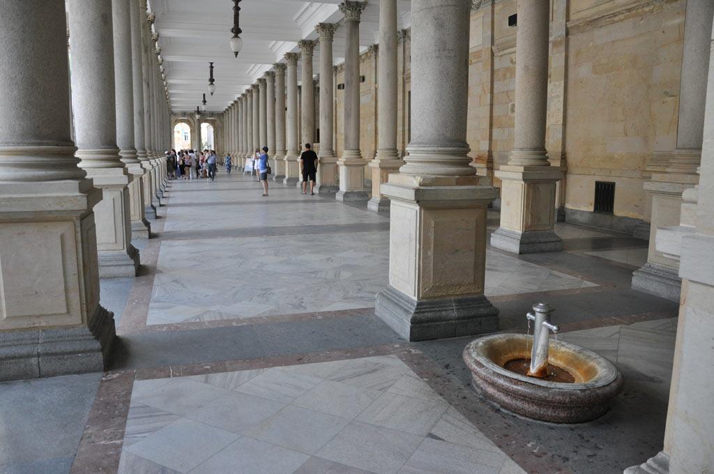 Колоннада с источниками в Карловых Варах