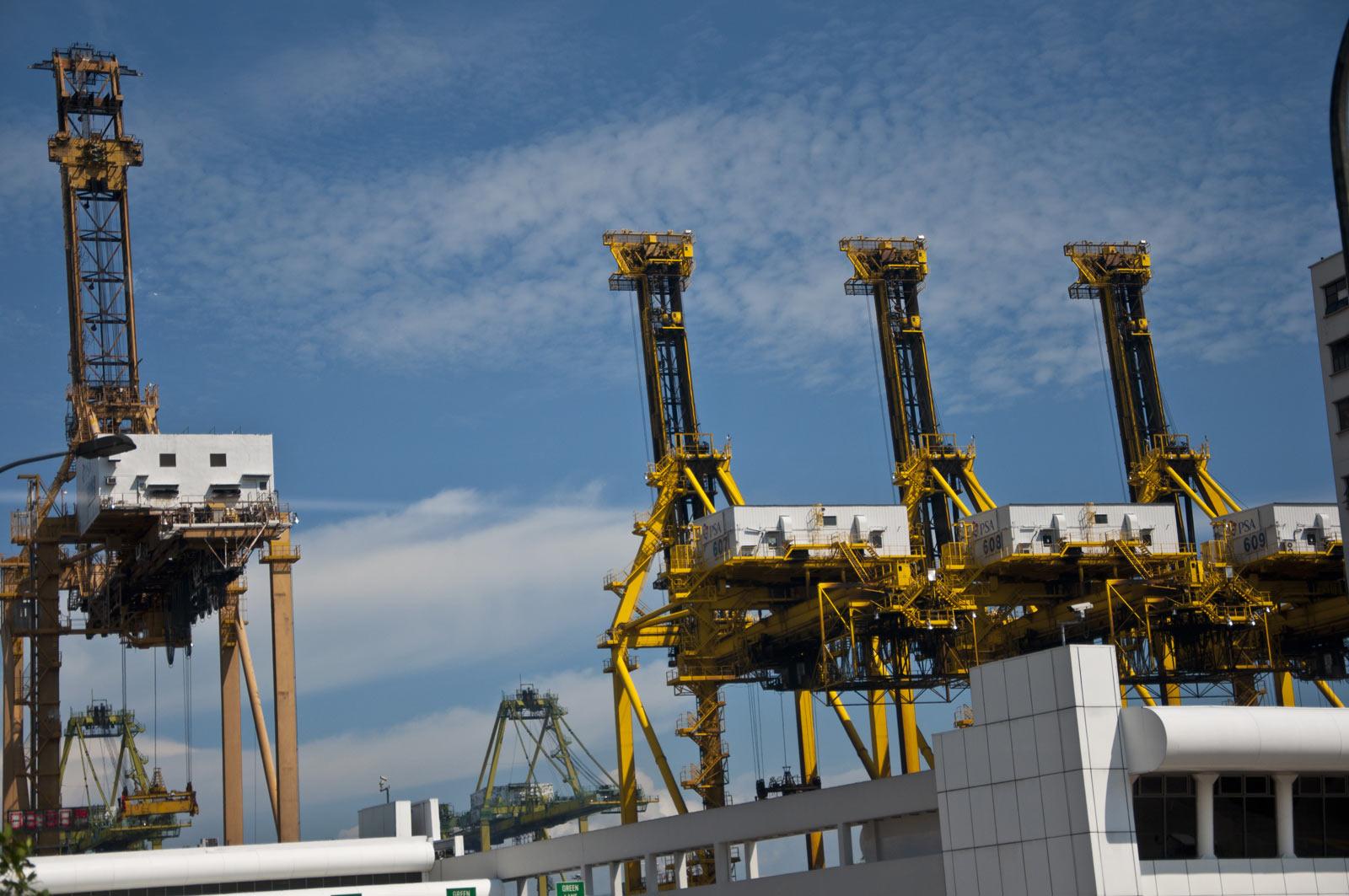 Краны в порту Сингапура