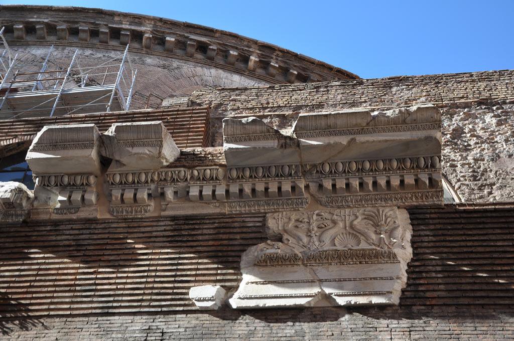 Обломки фасада Римского Пантеона