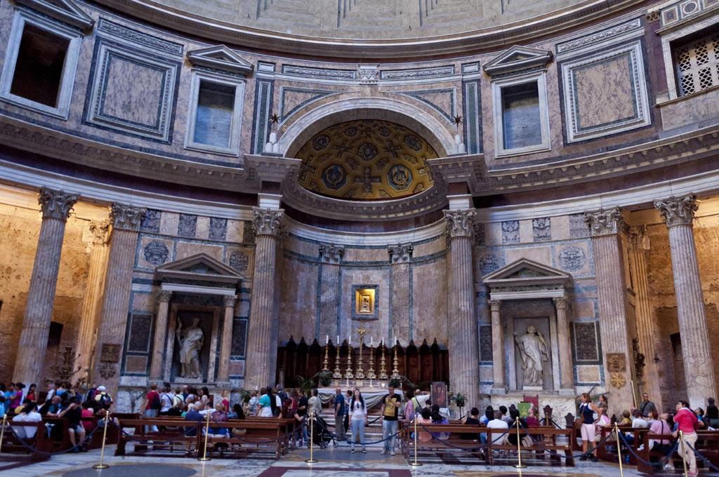 Внутри Римского Пантеона