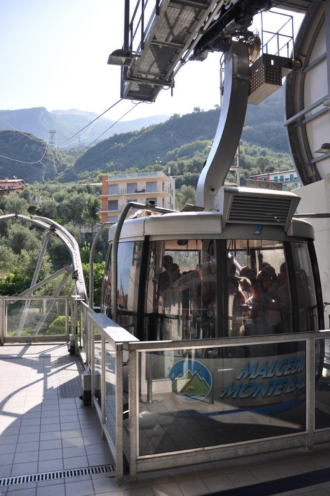 Кабинка канатной дороги на Монте Бальдо