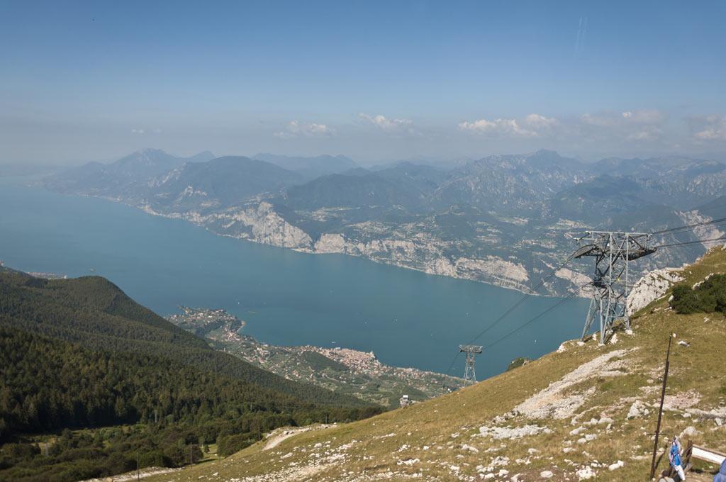 Вид с Монте Бальдо на озеро Гарда