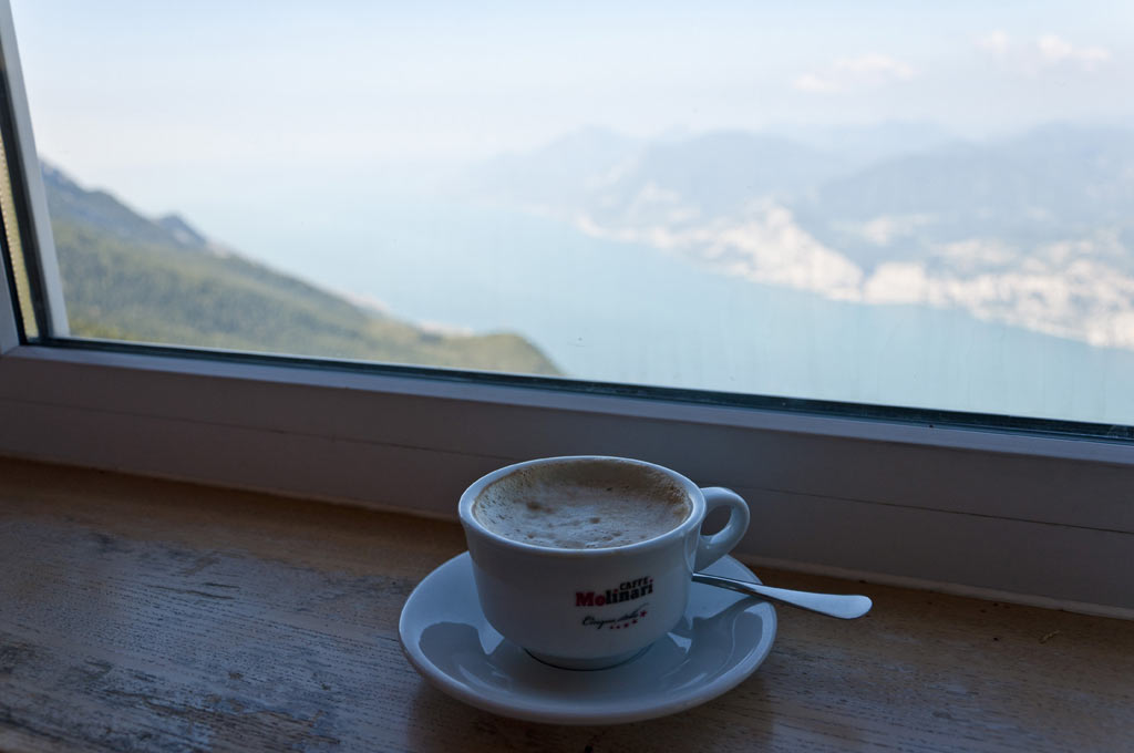 Капучино в кафешке на вершине горы