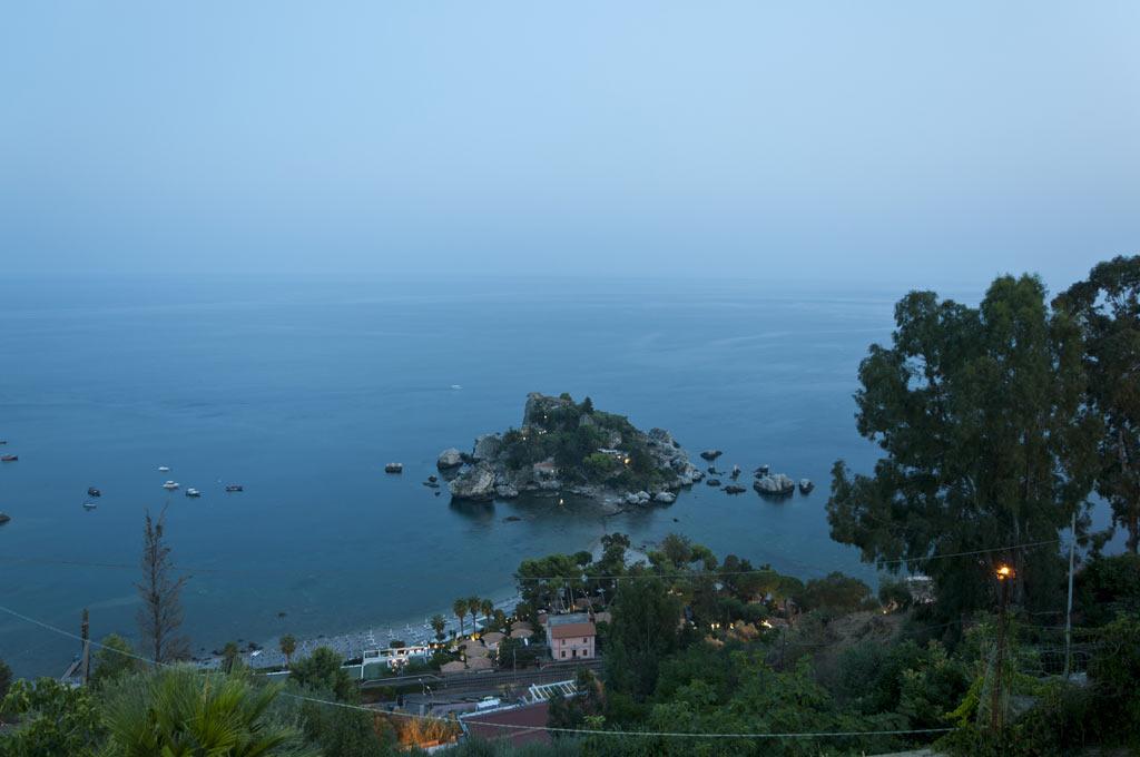 Вид на остров Изола Белла в Таормине