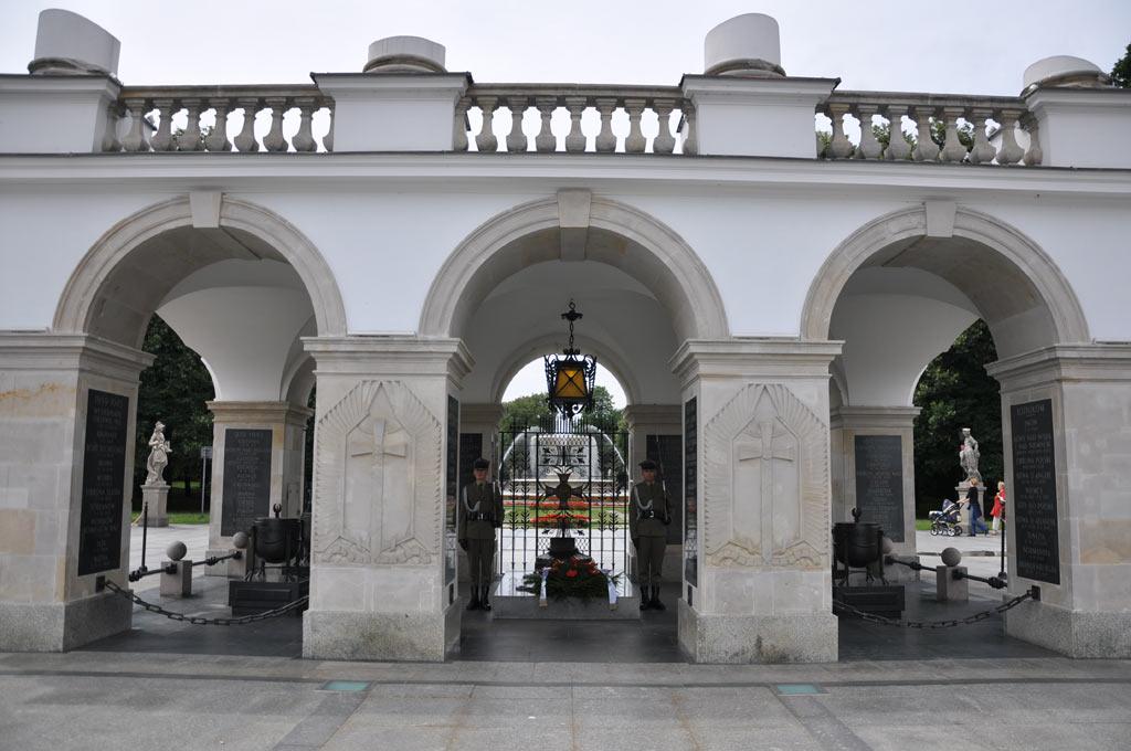 Площадь с Могилой Неизвестного Солдата в Варшаве