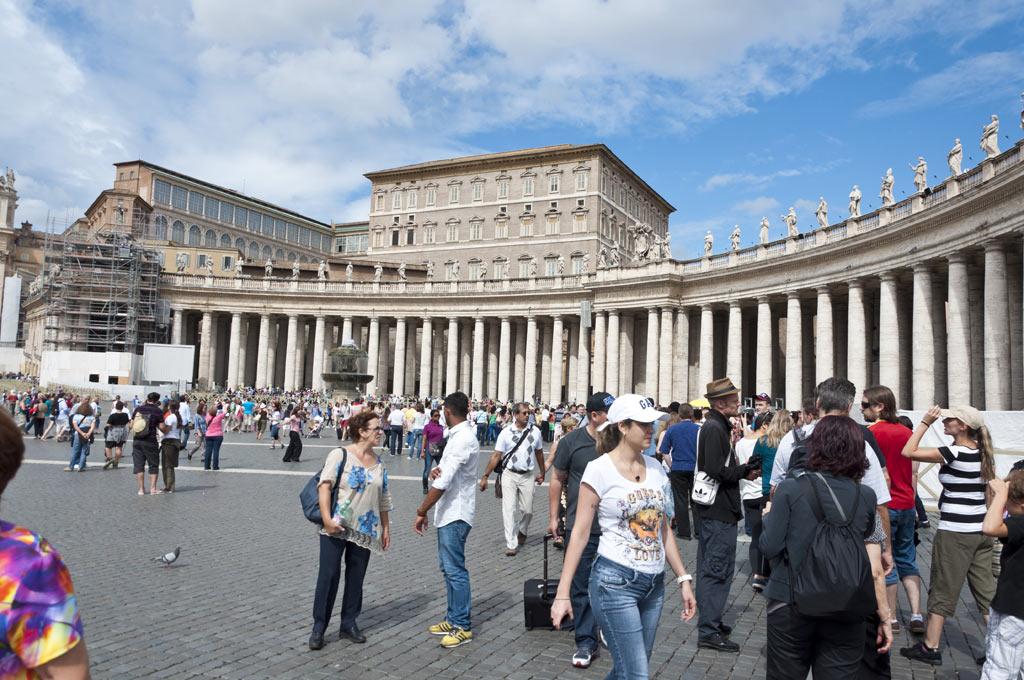 Очередь желающих посетить Ватикан
