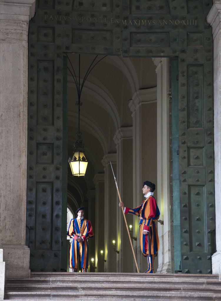 Солдаты швейцарской гвардии в Ватикане