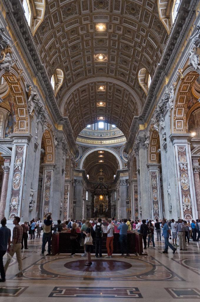 Внутри Собора Святого Петра в Ватикане