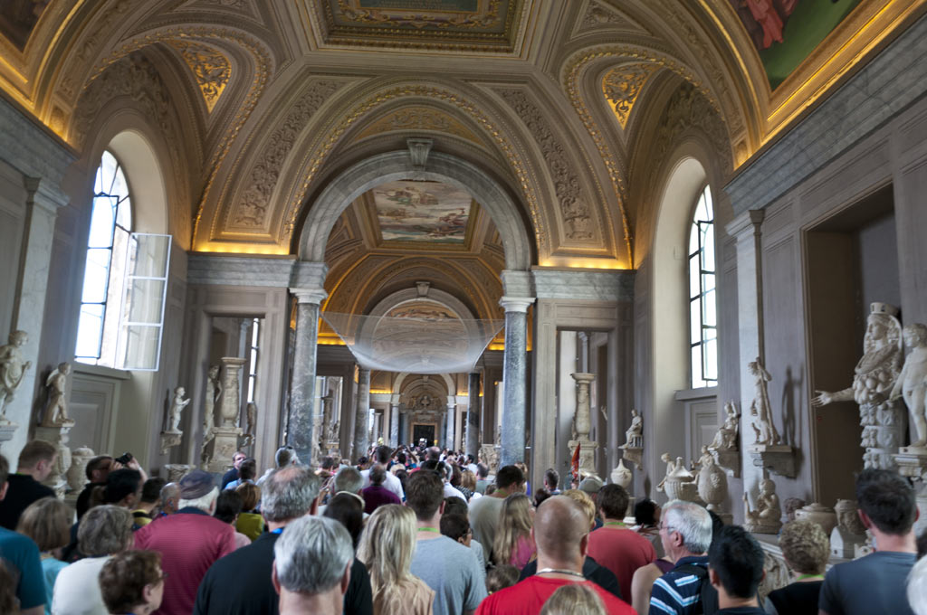 Толпа туристов в Ватикане