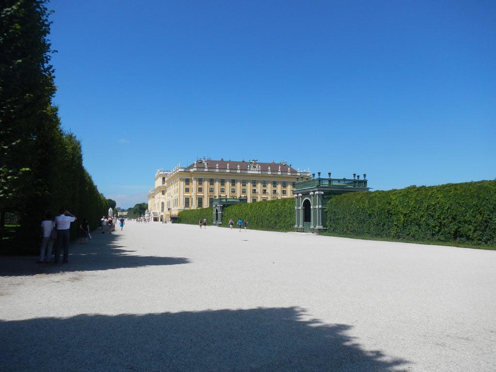 Вход в Шонбруннский дворец