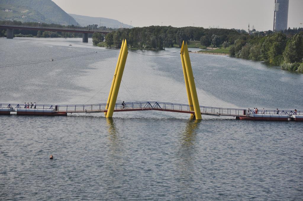 Пешеходно-велосипедный мост через Дунай