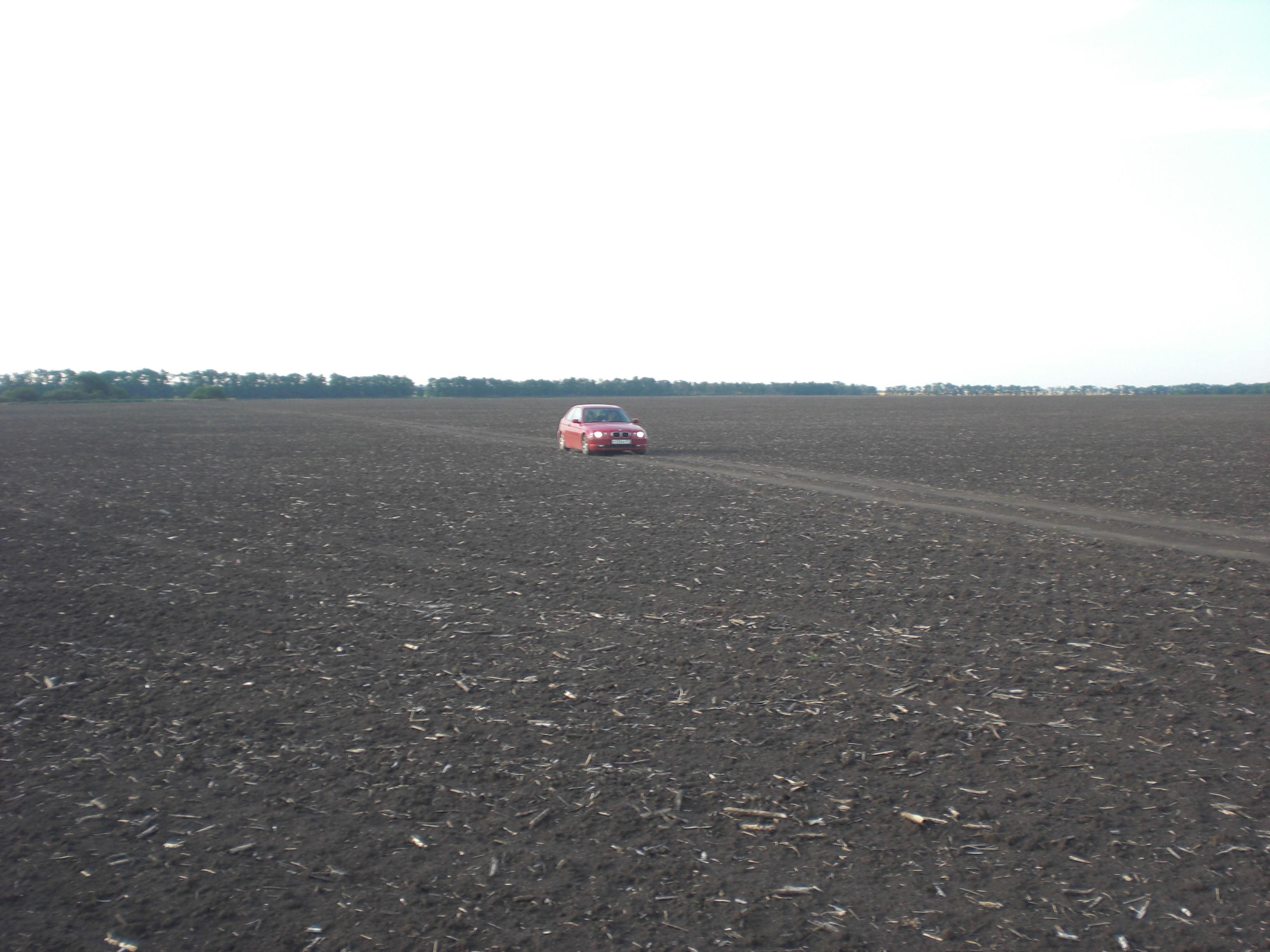 В поле на пути в Урзуф