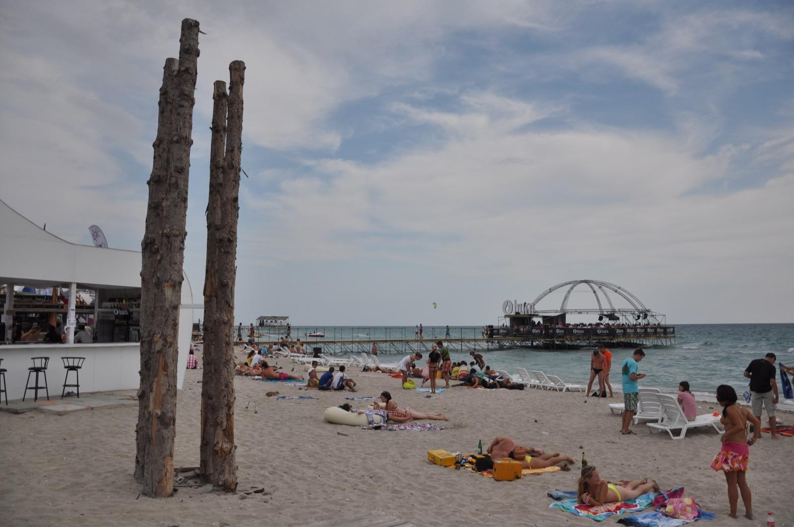 Пляж и танцпол на воде в Казантипе