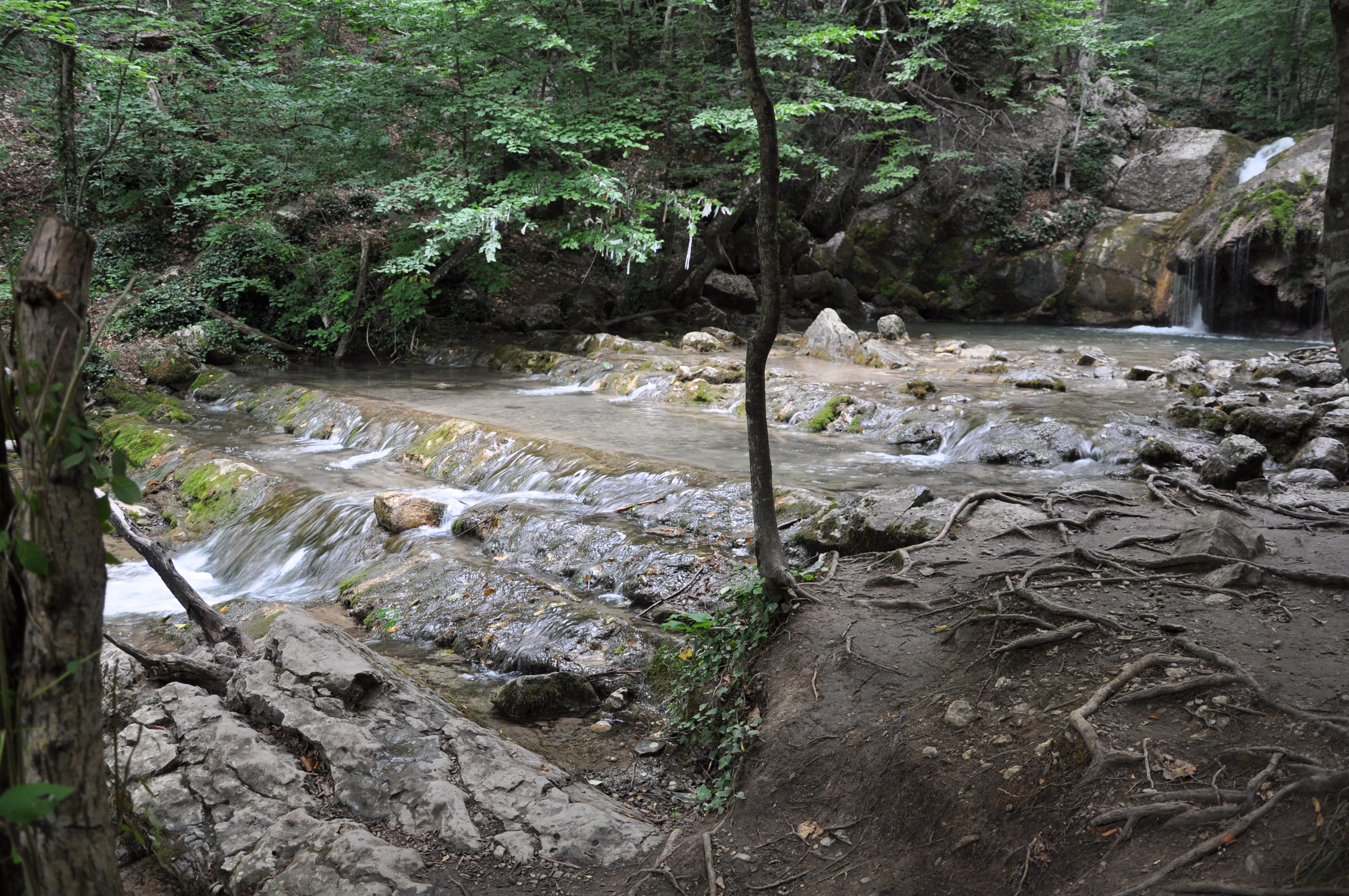Ванны молодости на водопаде Джур-джур
