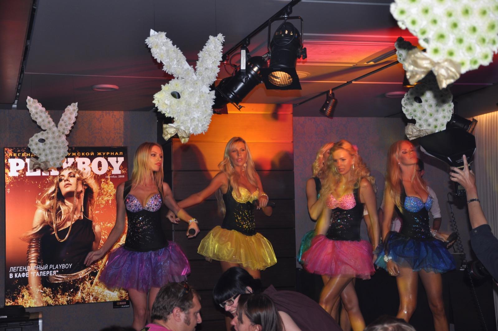 Мобильные блондинки на вечеринке Playboy