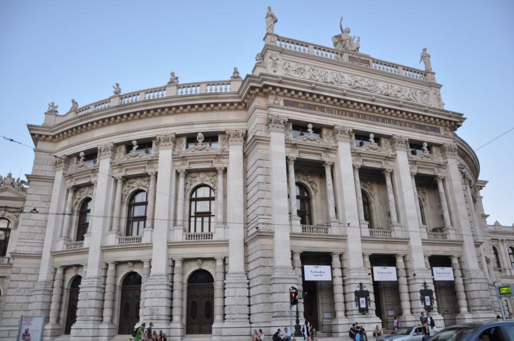 Здание театра в Вене