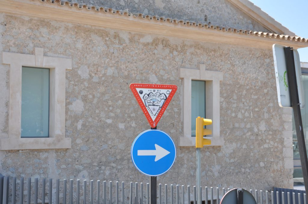 Стрит-арт в крепости на Ибице